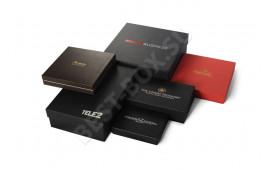 Подборка наших работ, выполненных для известных российских и иностранных брендов. Мы изготавливаем подарочные коробки для любых презентов! Выбирайте форму, цвет и дизайн и оставляйте заявку.