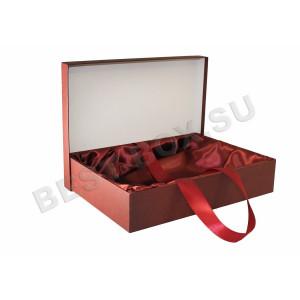 Подарочная коробка с лентой