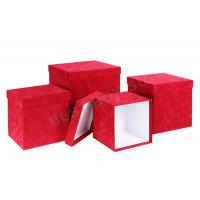 Красные бархатные коробки кубы